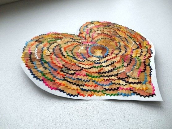 Diy hearts from waste material art craft ideas for Craft work from waste items