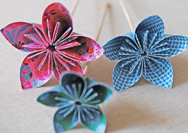 How to make a origami kusudama flower art craft ideas stick flower to a wooden brochette skewer and youre done mightylinksfo